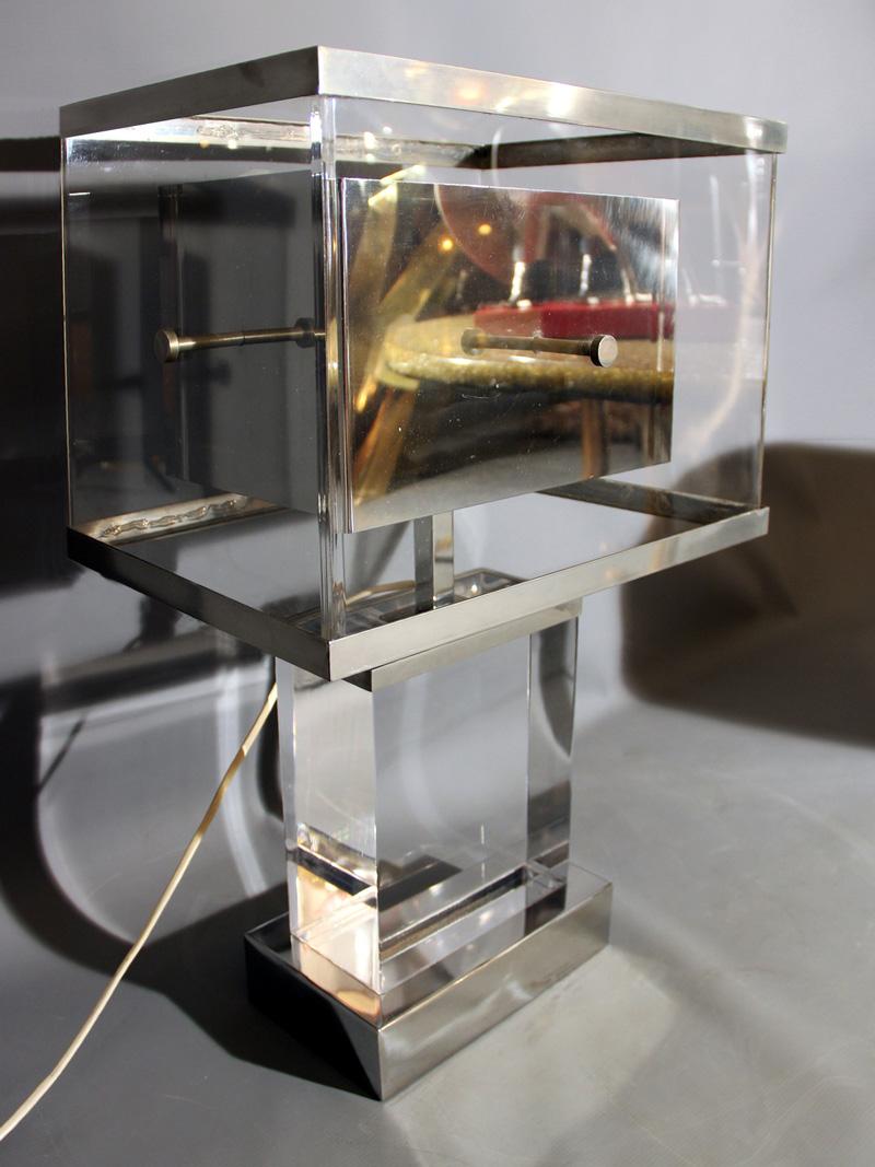 Lampe de romeo rega en lucite et chrome italie 1970 for Belles lampes a poser