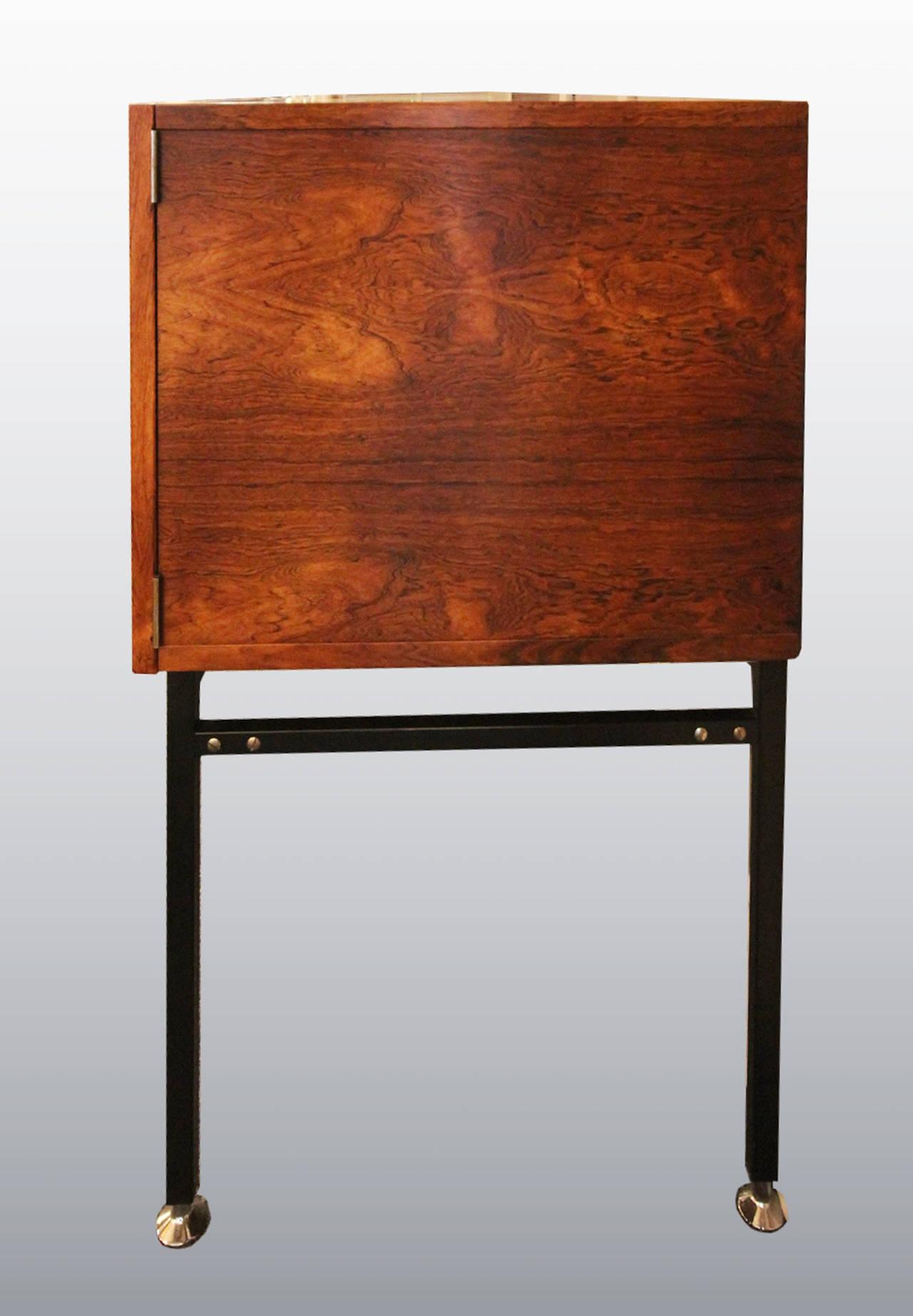 Alain richard grand meuble enfilade en palissandre for Industrie du meuble en france