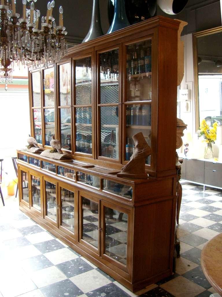 paire de meubles vitrines de pharmacie d 39 poque 1880 1900. Black Bedroom Furniture Sets. Home Design Ideas